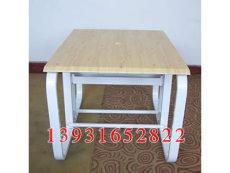 網吧桌有其特定的設計標準