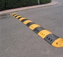 北京道路橡胶减速带安装厂家